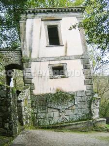 Bomarzo, la casa pendente