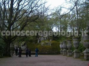 Bomarzo, Piazzale dei vasi, Nettuno e la ninfa dormiente