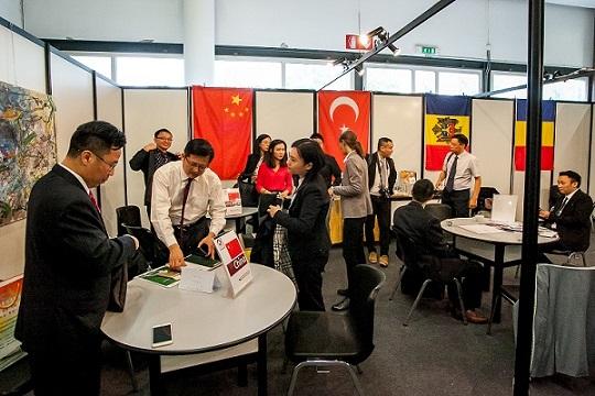 delegati cinesi al lavoro