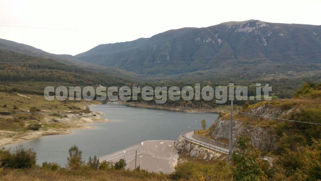 Geologi alla geo-escursione nel Matese sannitico-molisano, diga Arcichiaro