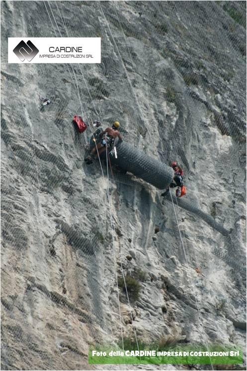 FOTO 4, CARDINE SRL LAVORI IN QUOTA, lavori di consolidamento di costoni rocciosi eseguiti in ''Costiera Amalfitana'