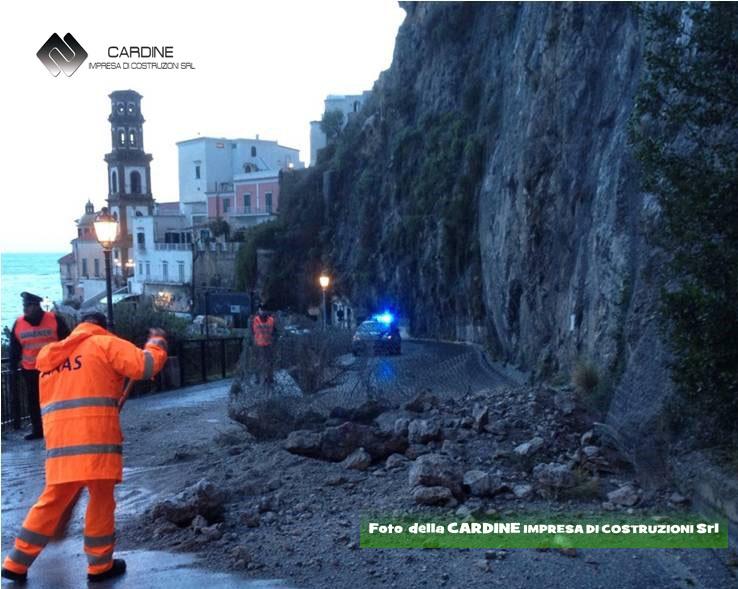 Foto 1, Frana in roccia loc. Castiglione di Ravello (foto della CARDINE SRL)