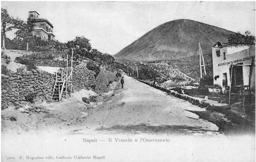 L'Osservatorio Vesuviano, il più antico osservatorio vulcanologico del mondo, e il cono del Vesuvio (Cartolina d'epoca).