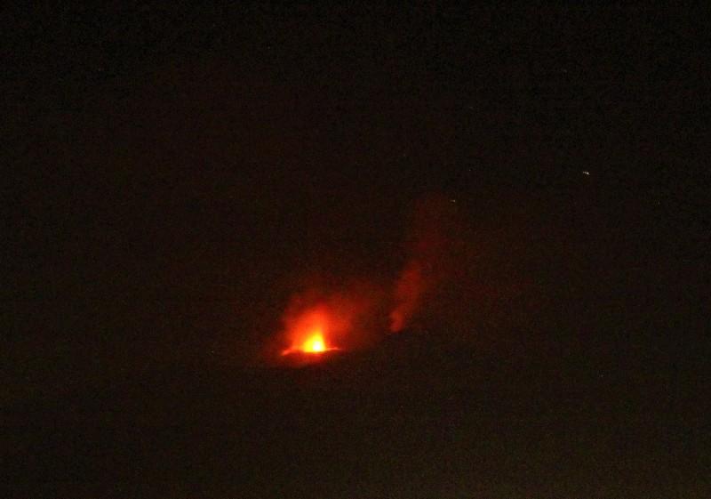 eruzione etna 27 feb 2017 di notte (foto di Guglielmo Manitta)