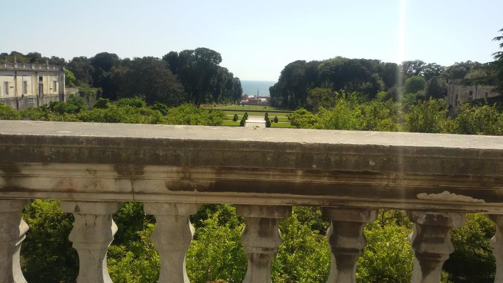6 - Panorama dalla Reggia di Portici, con vista sul mare del Golfo di Napoli