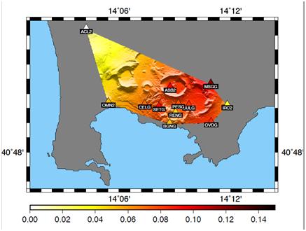 Fig.2 - Mappa dei Campi Flegrei e delle stazioni sismiche interessate dal decremento di velocità sismica osservato in autunno 2012. La zona colorata mostra la distribuzione areale della variazione osservata, con picco in un'area circolare attorno alla città di Pozzuoli