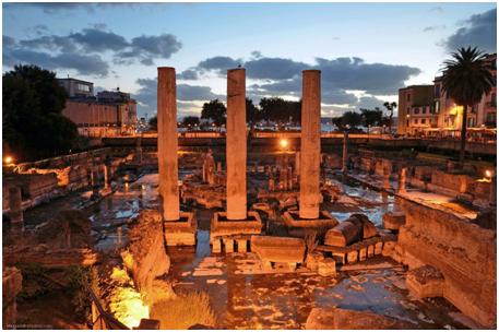 Le colonne del Tempio di Serapide nell'antico 'Macellum' Romano di Pozzuoli (NA). Le tracce lasciate sulle colonne dai molluschi marini, nei periodi in cui erano parzialmente sommerse, permisero le prime ricostruzioni del 'bradisisma', ossia delle forti variazioni del livello del suolo, che spesso portavano le colonne al di sotto del livello del mare, negli ultimi 2000 anni circa