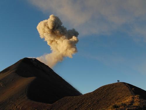 Foto 1 – Eruzione del Volcan de Fuego del gennaio 2012