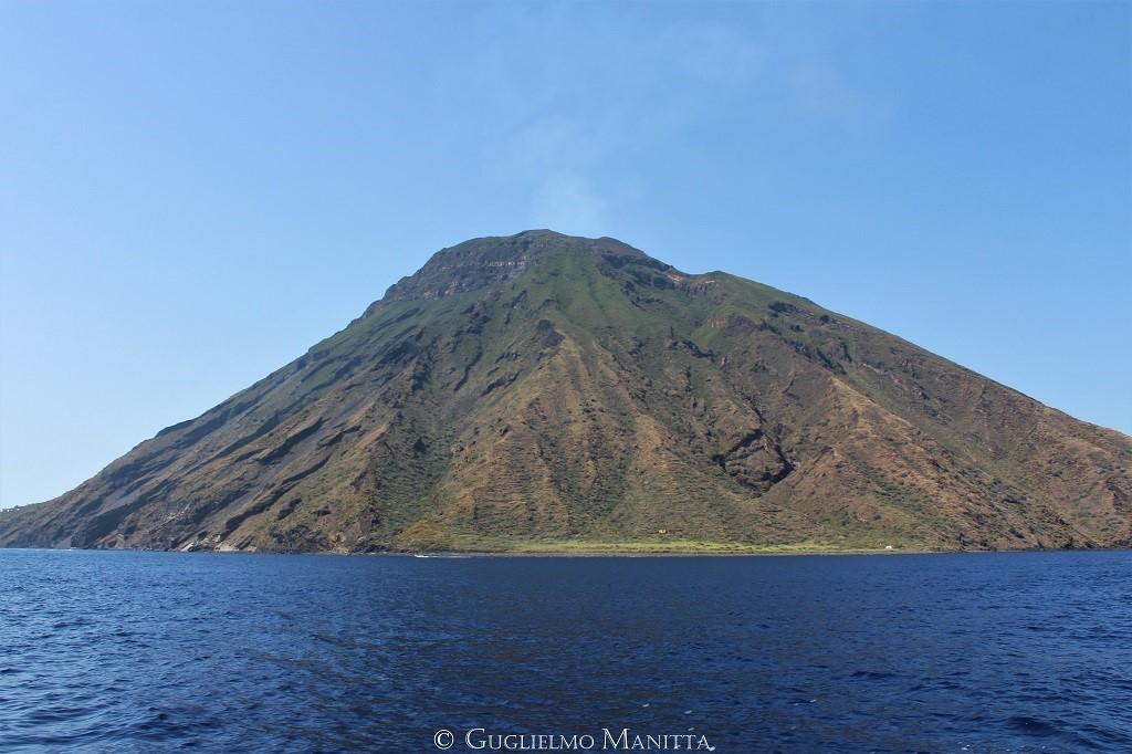 Lo Stromboli visto da SE (foto di Guglielmo Manitta)