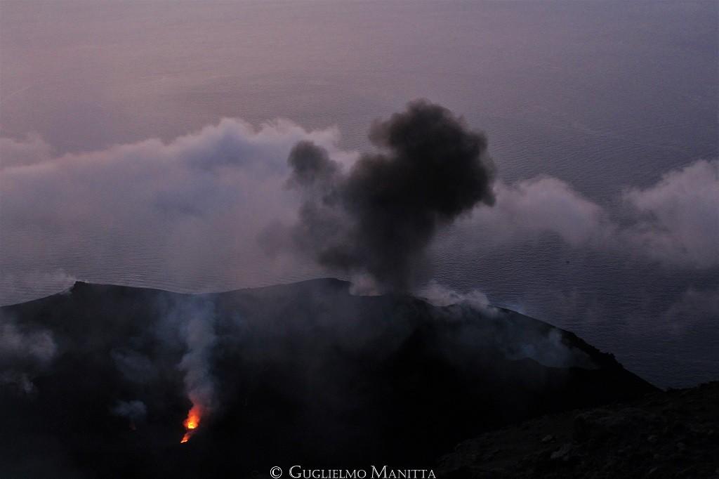 La terrazza craterica dello Stromboli con le sue bocche. (foto di Guglielmo Manitta)