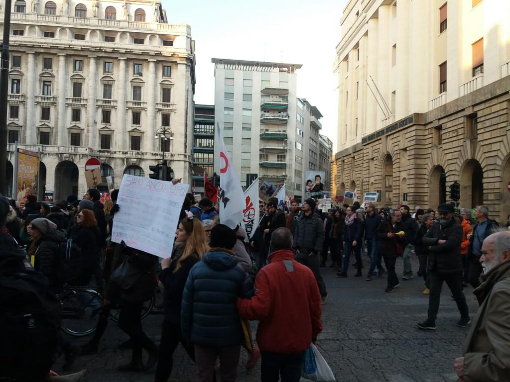"""Il corteo della """"marcia mondiale del clima"""" nel centro storico di Padova"""