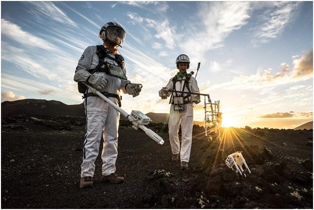 Astronauti testano strumentazione sul campo a Lanzarote